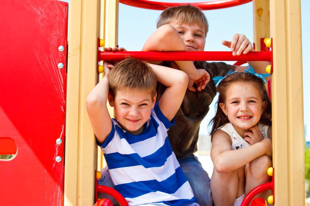 Exige un espacio seguro de juegos para niñas y niños