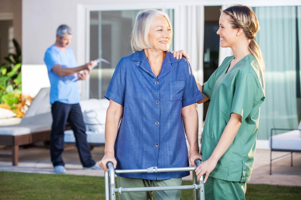 Delegar el cuidado de nuestros mayores