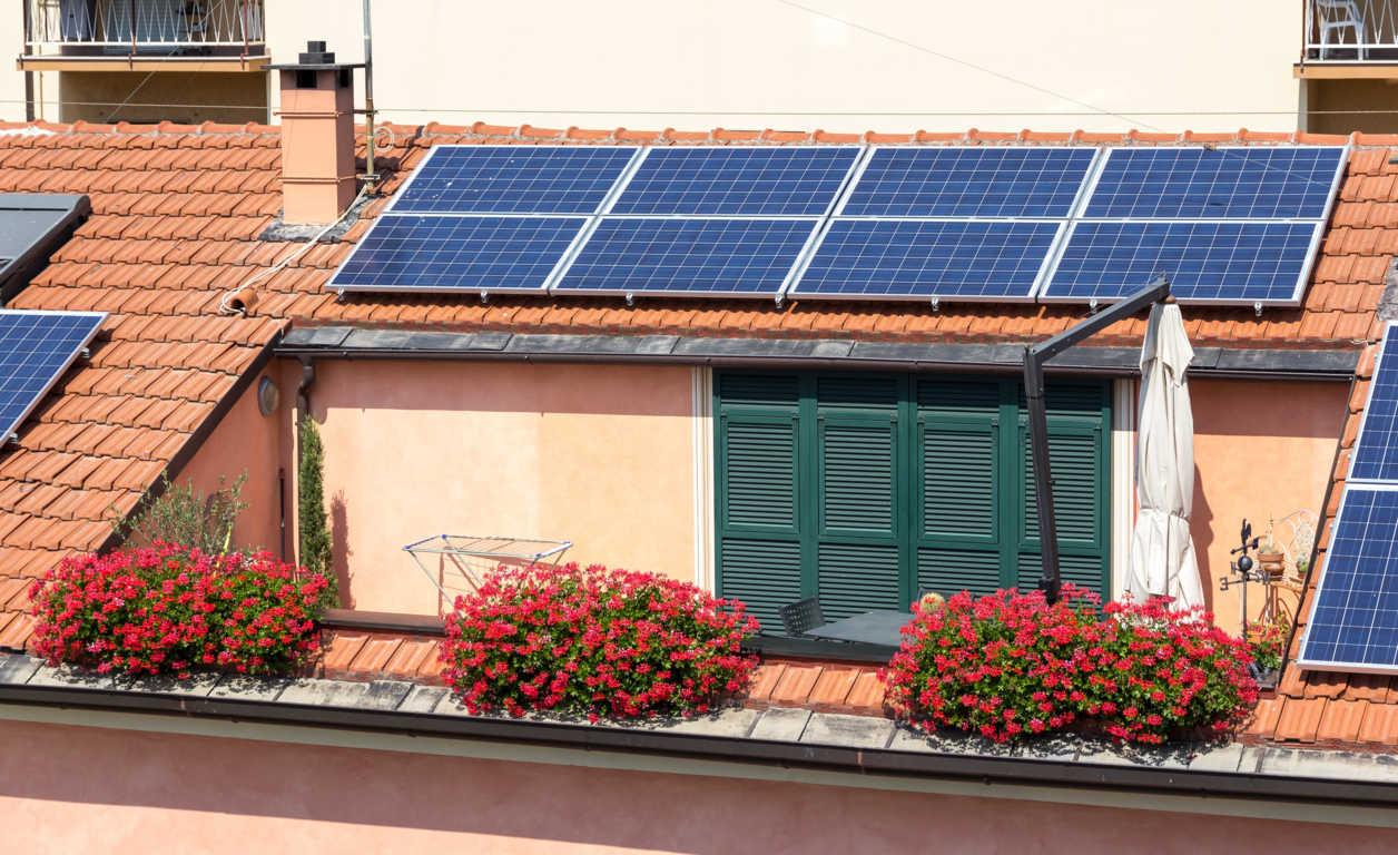 Ahorrar con una placa solar en casa
